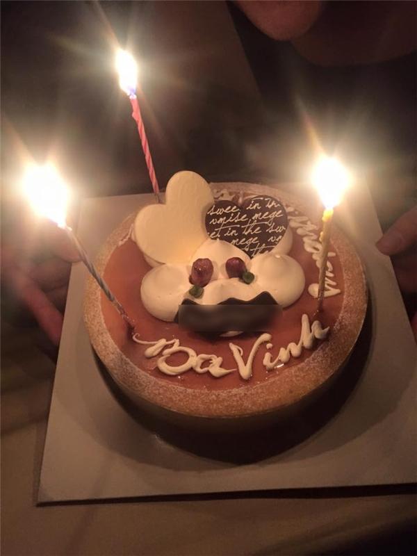 Cận cảnh chiếc bánh sinh nhật Thủy Tiên dành tặng Công Vinh - Tin sao Viet - Tin tuc sao Viet - Scandal sao Viet - Tin tuc cua Sao - Tin cua Sao
