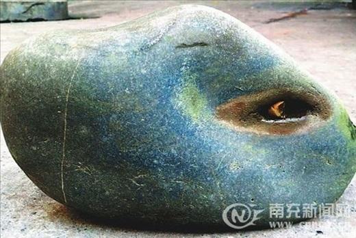 Hòn đá có mắt, biết khóc như người. (Nguồn Internet)