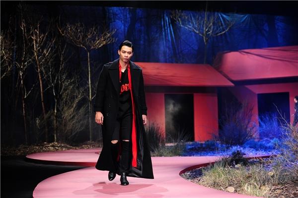 Người mẫu chốt màn là Vũ Mạnh Hiệp một gương mặt cũng được Đỗ Mạnh Cường khá yêu thích.