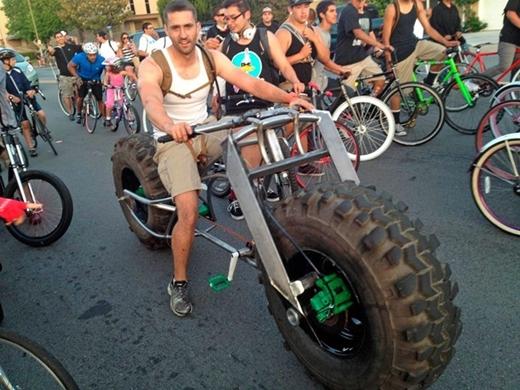 """Có siêu mô tô thì cũng phải có """"siêu xe đạp"""" chứ."""