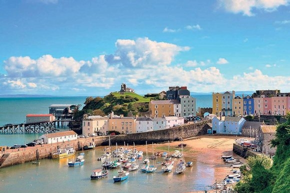 Thành phố biển Tenby ở miền nam xứ Wales khiến bao người ngẩn ngơ bởi bãi biển vắng vẻ nhưng đẹp mê hồn...(Ảnh: Internet)