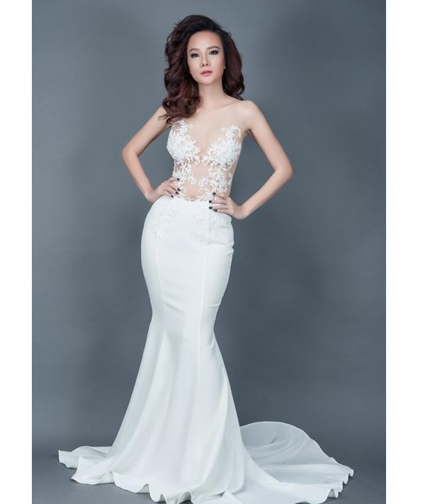 Bộ váy trắng mà Diễm Hương diện trong bộ ảnh cưới tại Đà Lạt được Dương Yến Ngọc diện lại trong một bộ ảnh thời trang. Tuy nhiên dường như Diễm Hương có phần nổi bật hơn khi diện bộ váy ôm sát này.