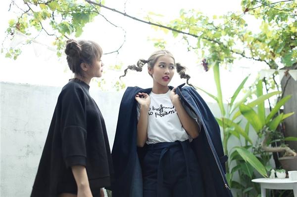 Chỉ với hai gam màu đen, trắng kinh điển nhưng Khả Ngân vẫn vô cùng thu hút, nổi bật bởi cách phối trang phục tinh tế, hợp mốt.