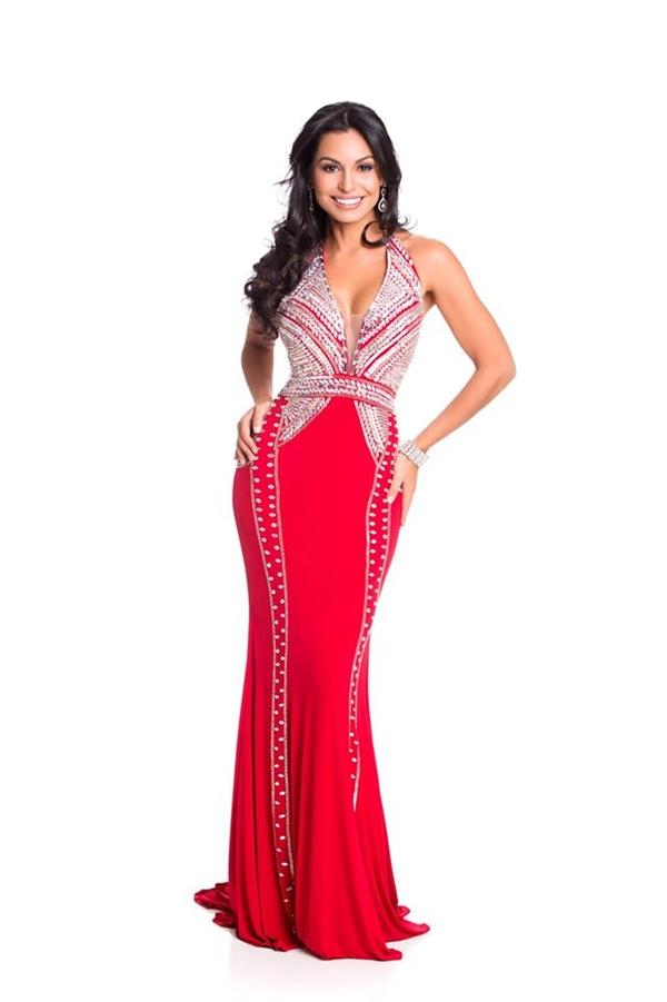 Bộ váy đỏ của cô gái đến từ Costa Rica càng nổi bật thêm nhờ chi tiết ánh kim đính kết. - Tin sao Viet - Tin tuc sao Viet - Scandal sao Viet - Tin tuc cua Sao - Tin cua Sao