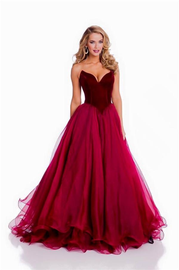 Olivia Jourdan đại diện chủ nhà như nàng công chúa trong chuyện cổ tích với bộ váy xòe cúp ngực màu đỏ rượu. - Tin sao Viet - Tin tuc sao Viet - Scandal sao Viet - Tin tuc cua Sao - Tin cua Sao