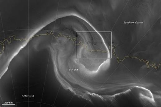 Hình ảnh vòng xoáy trên bầu trời Nam Cực