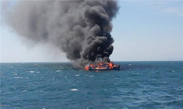 Chiếc tàu mang số hiệu BTH-99943 phát nổ giữa biển.