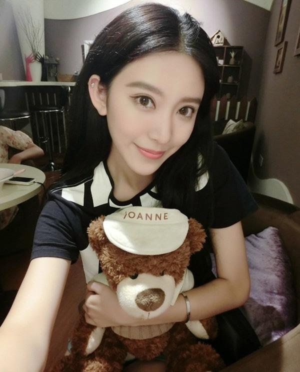 Trương Lâm Nghệ được nhận xét là giống Angela Baby.