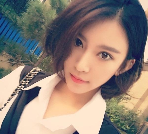 Hoa hậu giảng đường của Trung Quốc gây sốt vì giống hệt AngelaBaby