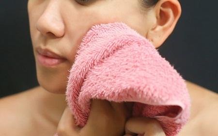 """""""Giật mình"""" khi biết 6 loại vật dụng này khiến làn da ngày càng đen và sần sùi"""