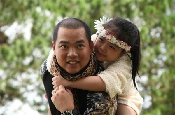 Nhạc sĩ Minh Khang nổi tiếng là một trong những ông bố chiều chuộng con gái bậc nhất showbiz Việt. - Tin sao Viet - Tin tuc sao Viet - Scandal sao Viet - Tin tuc cua Sao - Tin cua Sao
