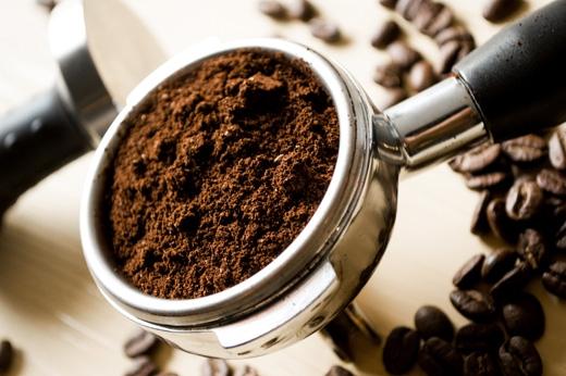 Bột cà phê cũng làm kiến khó chịu và bỏ đi. (Ảnh: Internet)