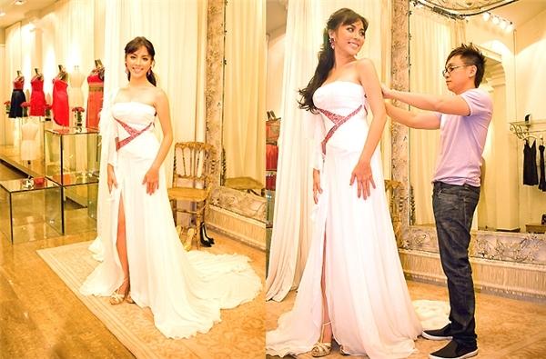 Thiên Lý và bộ váy trắng điệu đà tại Miss World 2008. Đây là thiết kế của Công Trí.