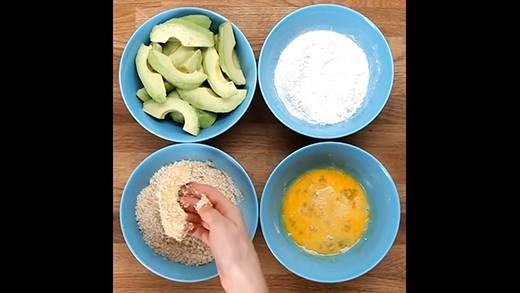 Tráng miệng cực vui với món bơ tươi lăn bột nướng giòn rụm