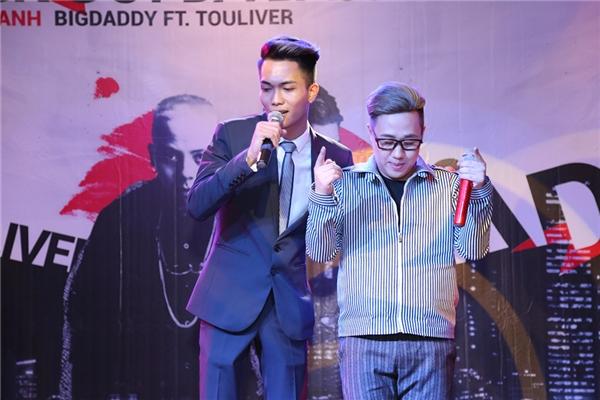Trung Quân khiến các khách mời vô cùng phấn khích với phiên bản R&B của ca khúc Dấu mưa. - Tin sao Viet - Tin tuc sao Viet - Scandal sao Viet - Tin tuc cua Sao - Tin cua Sao
