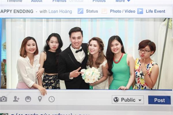 Đám cưới được gọi tên là phong cách Facebook. (Ảnh: Internet)