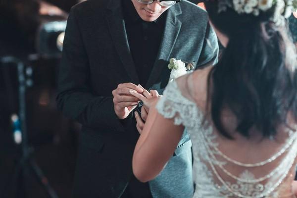 Những hình ảnh xúc động trong đám cưới của La Zung và Fosha. (Ảnh: Internet)