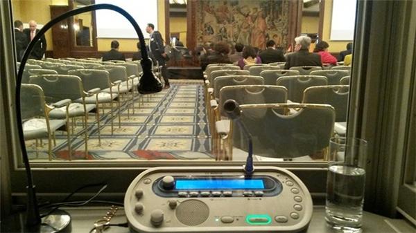 Phòng cabin nơi Ngọc đọc phiên dịch cho buổi hội thảo. Ảnh: NVCC.