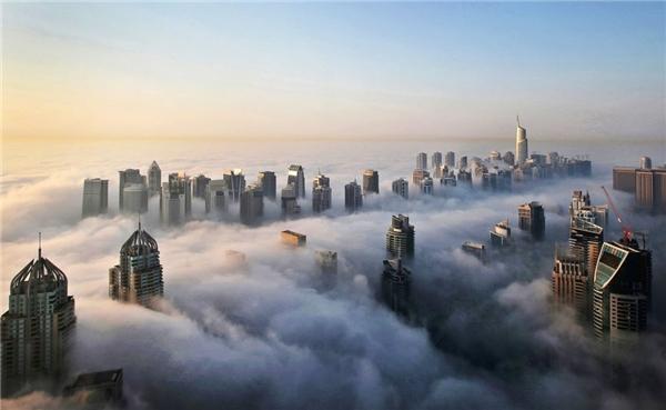 Những tòa nhà chọc trời ở quận Marina và Jumeirah Lake Towers khiến vùng sa mạc không khác gì Manhattan phù hoa của New York.