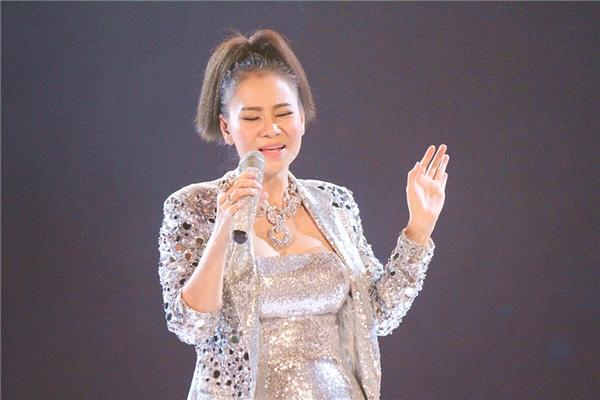 Mỹ Tâm, Thu Minh đốt cháy hơn 30.000 khán giả với hit khủng - Tin sao Viet - Tin tuc sao Viet - Scandal sao Viet - Tin tuc cua Sao - Tin cua Sao