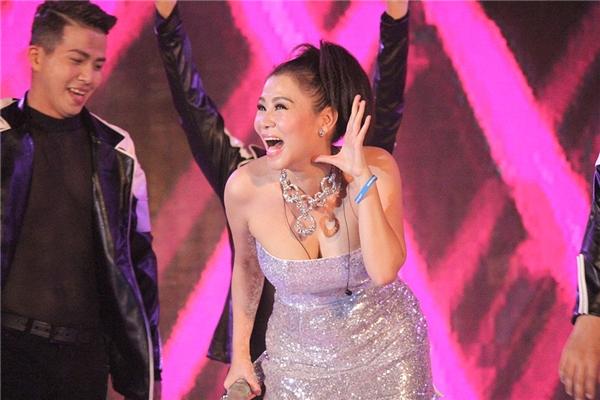 Nụ cười rạng rỡ của Thu Minh sau khi kết thúc màn biểu diễn đầy ấn tượng. - Tin sao Viet - Tin tuc sao Viet - Scandal sao Viet - Tin tuc cua Sao - Tin cua Sao