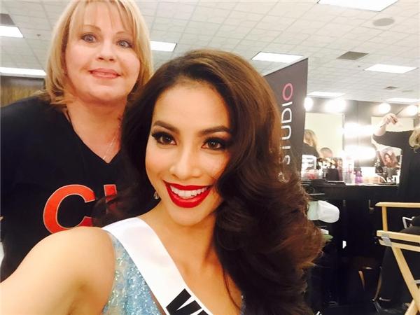 Những màu son giúp Phạm Hương tỏa sáng tại Miss Universe 2015