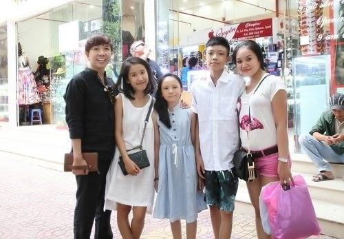 Long Nhật luôn thể hiện hình ảnh gia đình hạnh phúc trước ống kính - Tin sao Viet - Tin tuc sao Viet - Scandal sao Viet - Tin tuc cua Sao - Tin cua Sao