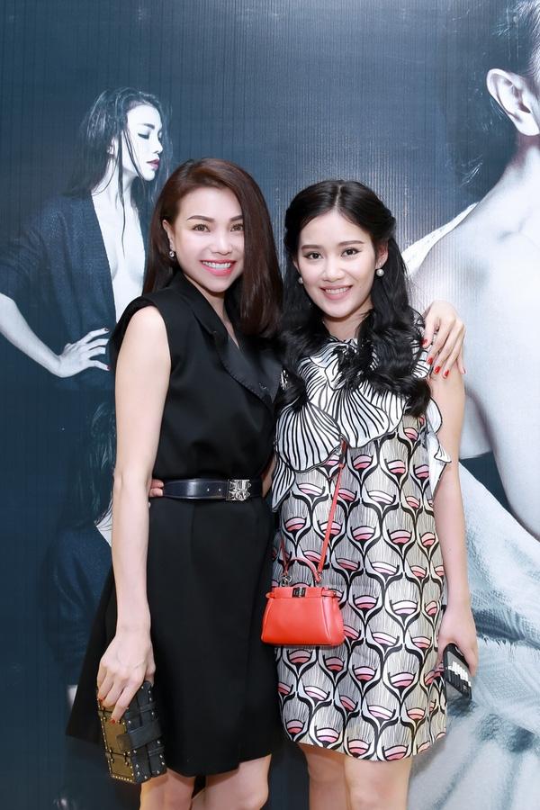 Hot girl Mi Lan tới chúc mừng đàn chị tung ra MV mới. - Tin sao Viet - Tin tuc sao Viet - Scandal sao Viet - Tin tuc cua Sao - Tin cua Sao