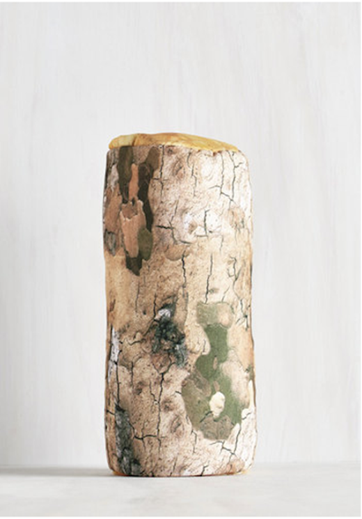 Mộtchiếc gối họa tiết vân gỗ sẽ mang không khí Giáng sinh đến tận giường bạn. (Ảnh: BuzzFeed).