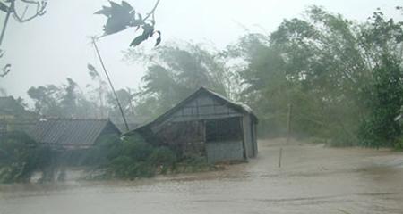 Nóng: Đêm nay bão sẽ vào biển Đông gây gió giật cấp 15