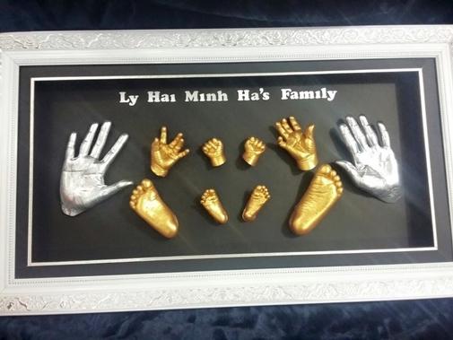Lý Hải chơi sang đầu tư bức tranh đúc khuôn tay chân của gia đình - Tin sao Viet - Tin tuc sao Viet - Scandal sao Viet - Tin tuc cua Sao - Tin cua Sao