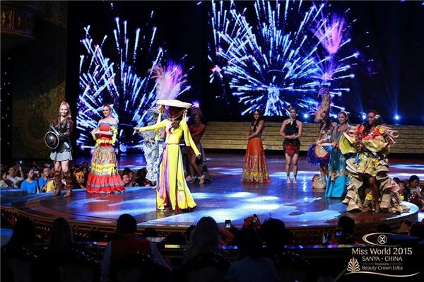 Lan Khuê và các thí sinh trình diễn,tập luyện - Tin sao Viet - Tin tuc sao Viet - Scandal sao Viet - Tin tuc cua Sao - Tin cua Sao