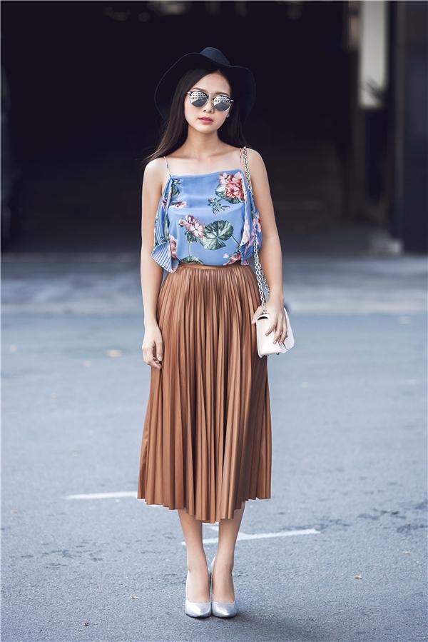 Trong những ngày cuối mùa thời trang Thu - Đông 2015, trang phục với chi tiết xếp li đã bắt đầu chiếm lĩnh trên thị trường. Và đây cũng chính là xu hướng được dự đoán sẽ bùng nổ trong thời gian tới.