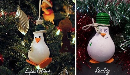 Hai chú chim cánh cụt sinh đôi nhưngkhác trứng. (Nguồn: Internet)