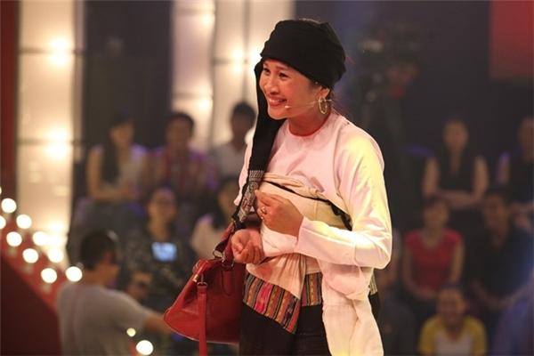 Chị gái dân tộc Thái Lê Thị Dần gây sốt ở Thách thức danh hài.