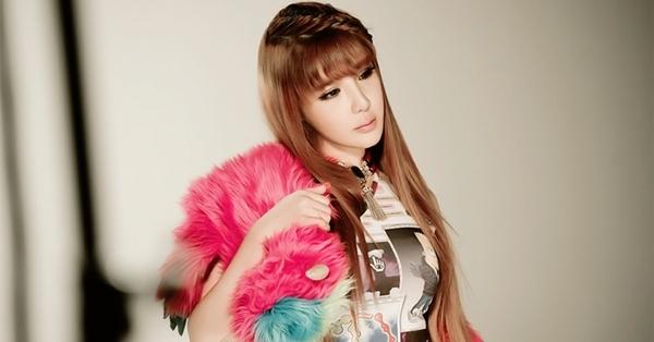 Park Bom được yêu thích với giọng hát đặc trưng không lẫn với ai.