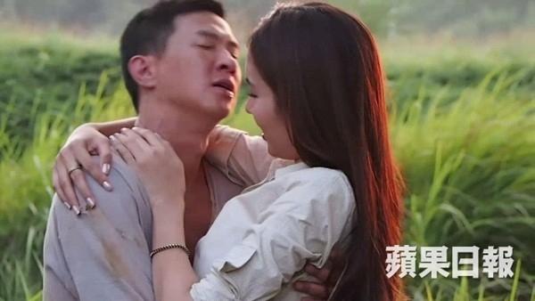 Một cảnh quay tình cảm của Nong Poy và Trương Gia Huy