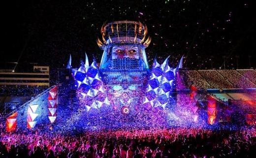 Các bài nhạc mang phong cách EDM sẽ khuấy động sân khấu nổi giữa hồ Bán Nguyệt tại đại tiệc hoành tráng này.(Ảnh Internet).