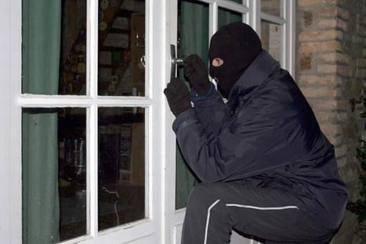 Khoe khoang trên mạng xã hội tiềm ẩn nhiều nguy cơ, trong đó có trộm cắp. (Ảnh: Internet)
