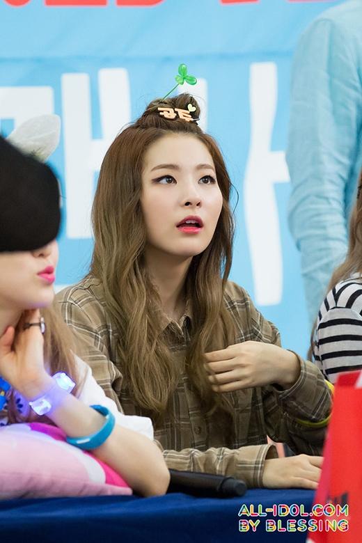 Seulgi (Red Velvet) cũng không thể bỏ lỡ xu hướng này.