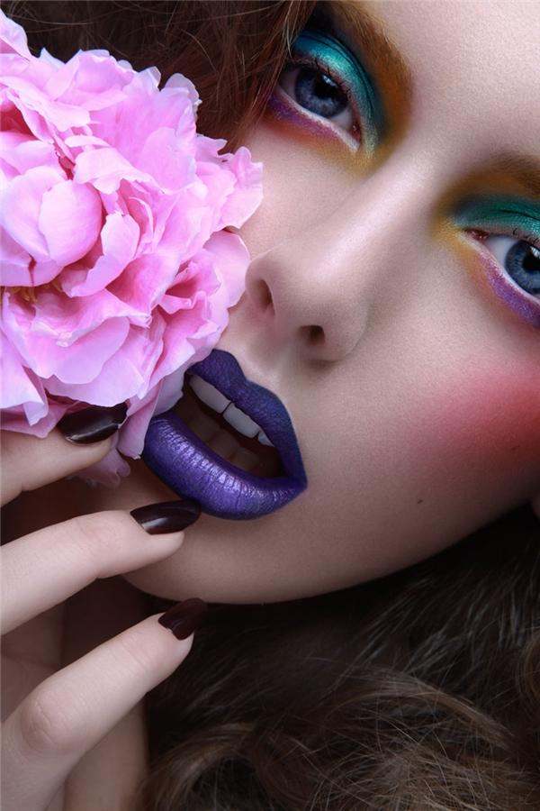 Và tác dụng của các màu sắc này không gì hơn là tạo cho bạn một đôi mắt rực rỡ và sâu hun hút.