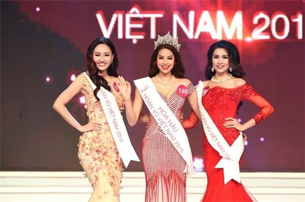 Lệ Hằng (phải) trong đêm chung kết Hoa hậu Hoàn vũ 2015. - Tin sao Viet - Tin tuc sao Viet - Scandal sao Viet - Tin tuc cua Sao - Tin cua Sao