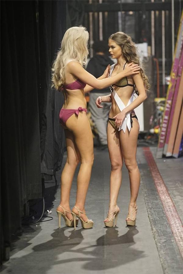 Hậu trường đầy thú vị của đêm bán kết Hoa hậu Hoàn vũ 2015