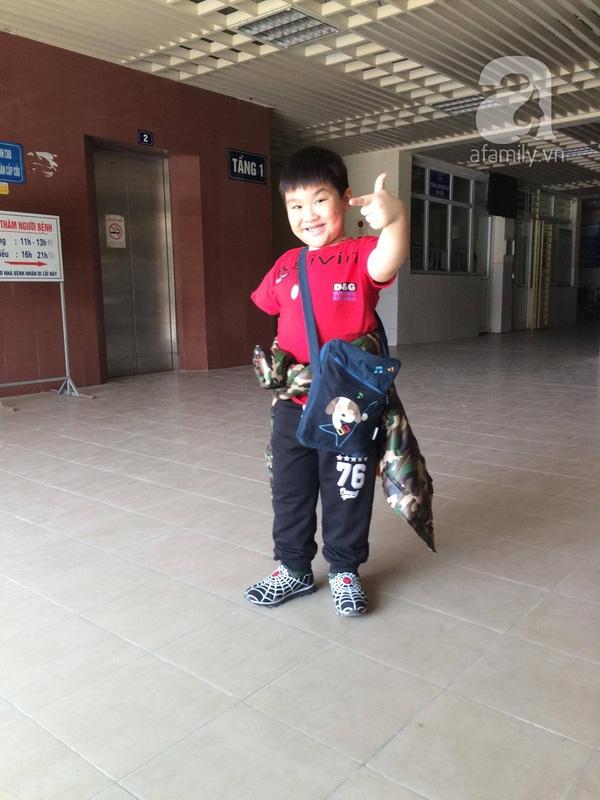 Bé Long đã được tạm dừng điều trị tại Viện Bỏng Quốc gia. Hôm 14/12, bé được rút những đinh ghim cuối cùng trên mỏm tay và phần da ghép có những tín hiệu rất khả quan.