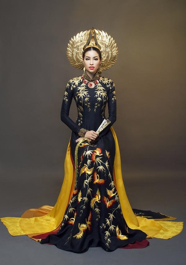 Phạm Hương đẹp kiêu kì với áo dài hồng hạc màu đen