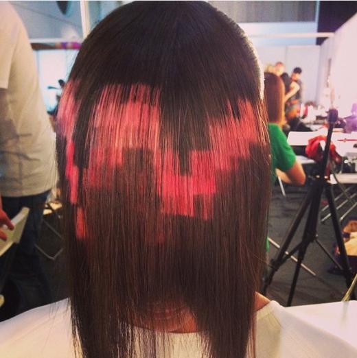 """Trào lưu mái tóc theo phong cách """"điểm ảnh"""" (pixel) được nhiều bạn gái ưa chuộng trong năm qua. (Ảnh:buzzfeed)"""