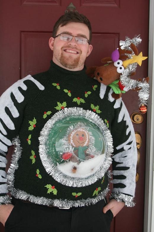 Ai mặc chiếc áo này chắc phải lắc giật suốt ngày mất. (Ảnh: Internet)