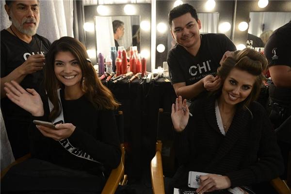 Phạm Hương hô to Việt Nam tại đêm bán kết Miss Universe 2015 - Tin sao Viet - Tin tuc sao Viet - Scandal sao Viet - Tin tuc cua Sao - Tin cua Sao