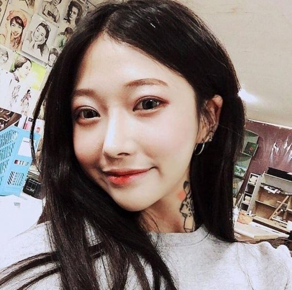 Vẻ đẹp ngọt ngào như nữ sinh của nữ nghệ nhân xăm mình Hàn Quốc