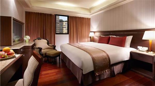 Khách sạn đúng chuẩn quốc tế luôn đặt 4 chiếc gối trên giường. (Ảnh: Internet)